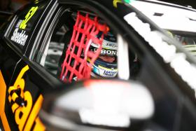 Shedden fights back to stay on top of overall BTCC championship.