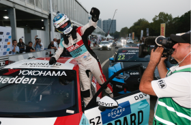 Victory and pole position in Wuhan for Gordon Shedden!